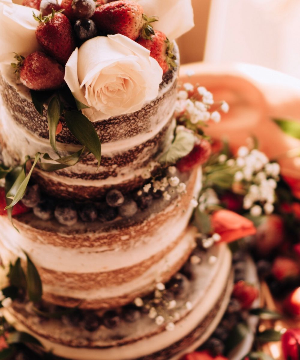 wedding-cake-with-fruits-and-flowers-FD26JDT